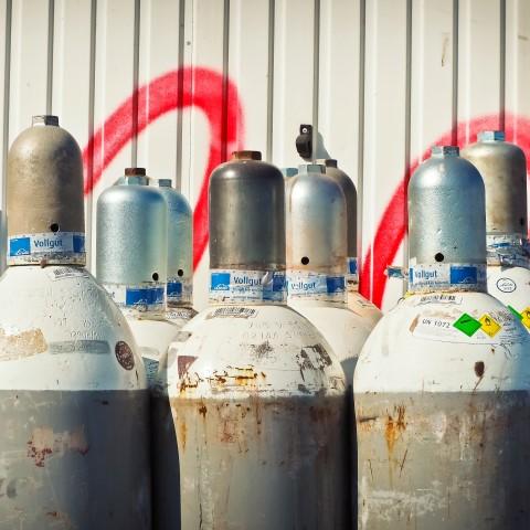 metal-steel-valve-gases